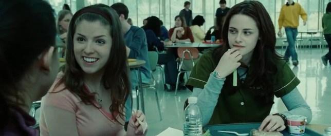 Anna Kendrick and Kristen Stewart in Twilight (2008) Titles: Twilight People: Anna Kendrick, Kristen Stewart