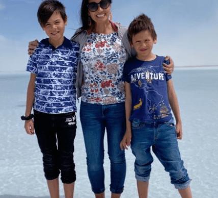 Photo de garçons assassinés avec maman