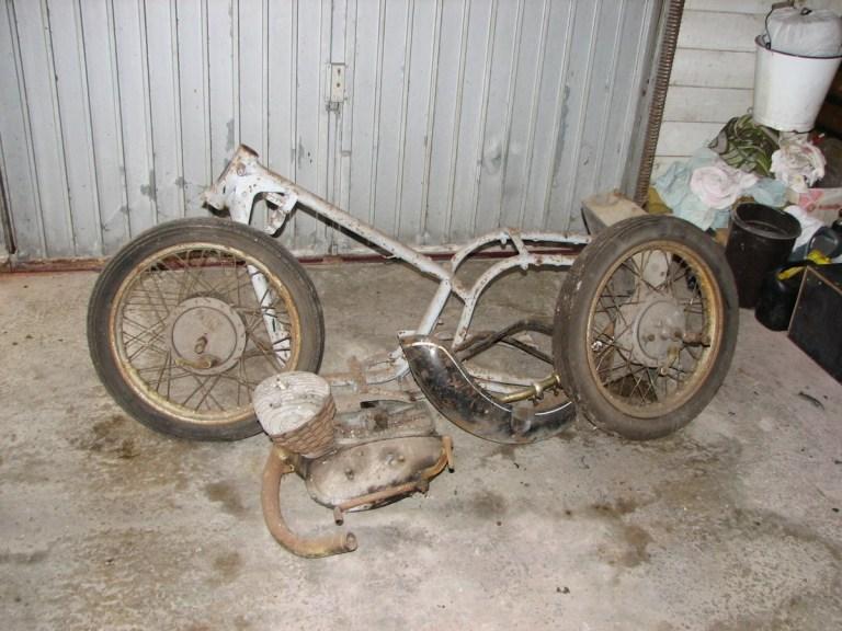 La DKW RT 175 moto était dans un grave état de délabrement avant d'être entièrement restauré par ses plus récentes de l'ancien propriétaire