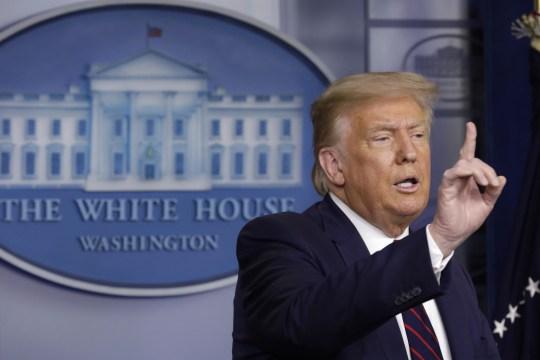 Le président Donald Trump prend la parole lors d'une conférence de presse à la Maison Blanche à Washington, DC.