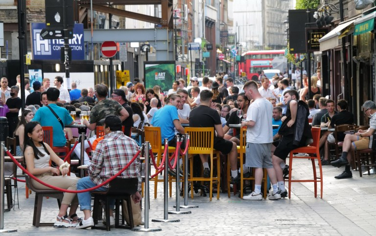 w8media Pubs and restaurants in soho where people do not socially distance themselves