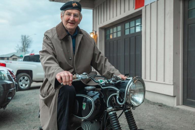 Le projet de loi, 90, photo sur son vélo, en Mai, pour la première fois depuis qu'il était de 30 ans.