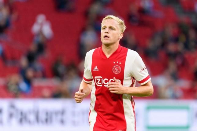 Van de Beek's move to United looks imminent