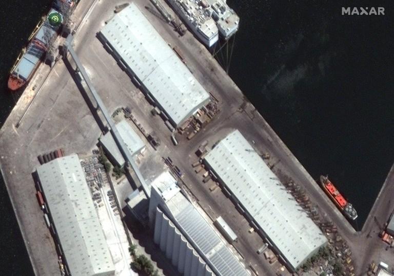 Une image satellite montre les bâtiments de l'entrepôt du port de Beyrouth, Liban 31 juillet 2020, photo prise le 31 juillet 2020 Image satellite ?? 2020 Maxar Technologies / via REUTERS.  À L'ATTENTION DES ÉDITEURS - CETTE IMAGE A ÉTÉ FOURNIE PAR UN TIERS.  CRÉDIT OBLIGATOIRE.  PAS DE REVENTE.  PAS D'ARCHIVES.  NE DOIT PAS OBSCURER LE FILIGRANE