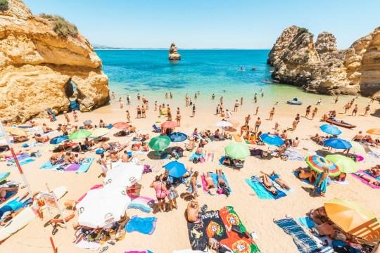 Les Britanniques ont afflué en Algarve après le retrait du Portugal de la liste de quarantaine.