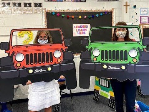 Teachers turn students' desks into jeeps to make returning to school easier