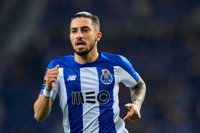 Porto left-back Alex Telles is in talks to join Manchester United
