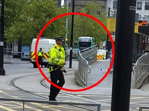 Shops evacuated as 'suspicious item' found on bus at Manchester Piccadilly