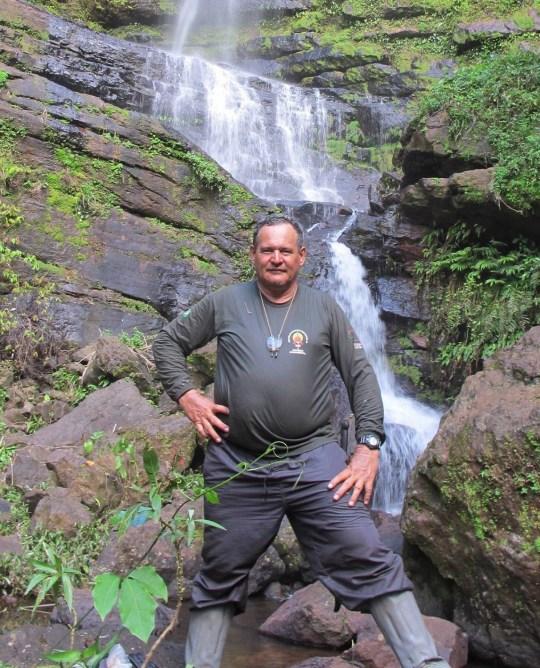 Rieli Franciscato - Expert sur les tribus amazoniennes est abattu avec une flèche par des peuples autochtones alors qu'il les approchait dans une région reculée du Brésil prise sans autorisation, veuillez consulter le site légal https://www.facebook.com/rieli.franciscato.5