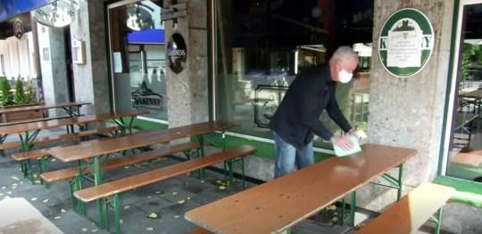 Une femme aurait infecté des dizaines de personnes dans le bar de Garmisch.  (Flash info)