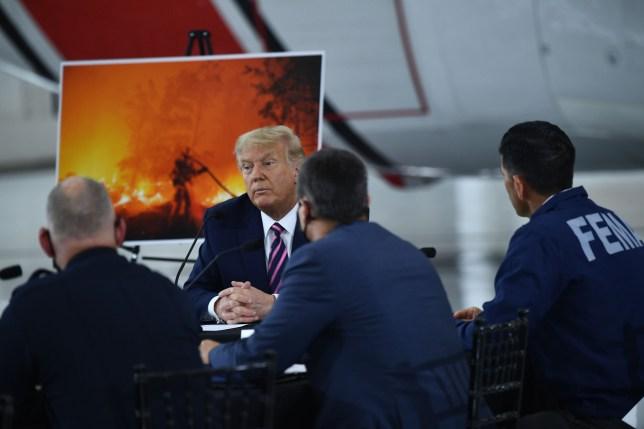 Le président américain Donald Trump prend la parole lors d'un briefing sur les incendies de forêt avec les responsables locaux et fédéraux des incendies et des urgences à l'aéroport de Sacramento McClellan à McClellan Park, Californie, le 14 septembre 2020.