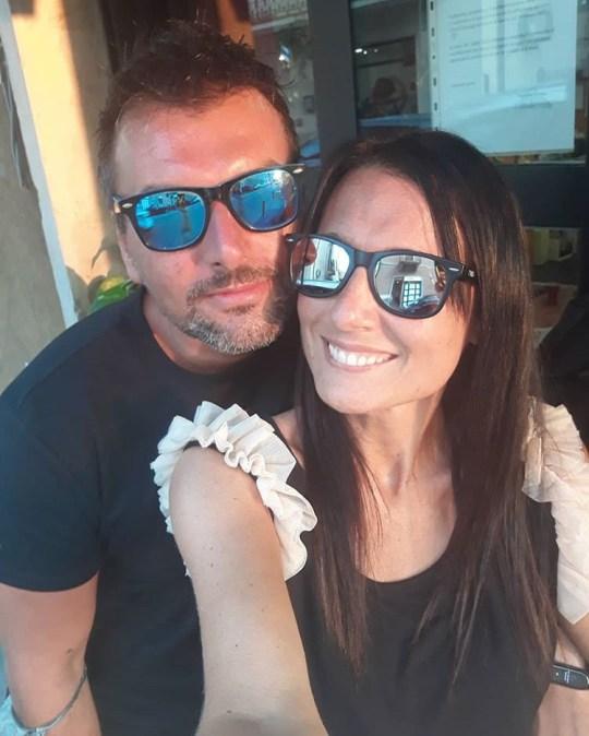 https://www.instagram.com/paola.  Michele D'Alpaos, un informaticien de 38 ans, et Paola Agnelli, 40 ans, une avocate, sont tombées amoureuses en mars pendant le strict verrouillage de dix semaines en Italie, mais n'ont pas pu quitter leurs appartements voisins pour se rencontrer.