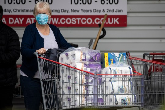 09/22/2020 Photo Duncan McGlynn +447771370263. Members of the public are starting to panic as they buy from Costco in Edinburgh, Scotland as the possibility of a second foreclosure draws closer ?? Duncan McGlynn *** NO SYNDICATION *** NO ARCHIVE ***
