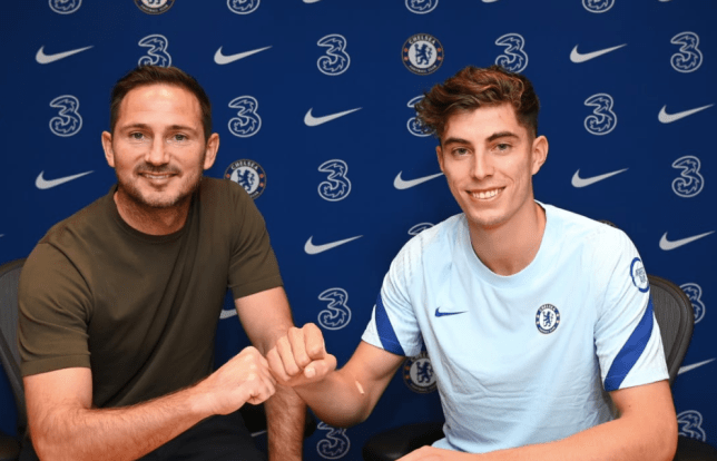 Chelsea boss Frank Lampard poses with Kai Havertz after the midfielder's transfer move