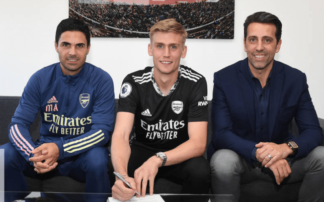 Arsenal manager Mikel Arteta and technical director Edu with new signing Alex Runarsson