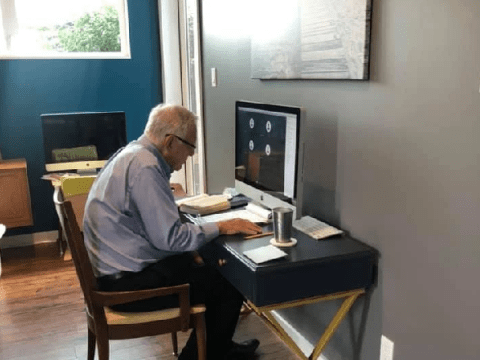 Teacher, 91, wows with his dedication to his students throughout Covid crisis