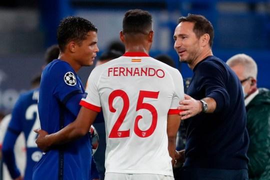 Thiago Silva y Frank Lampard conversan con Fernando tras el choque de Champions con el Sevilla