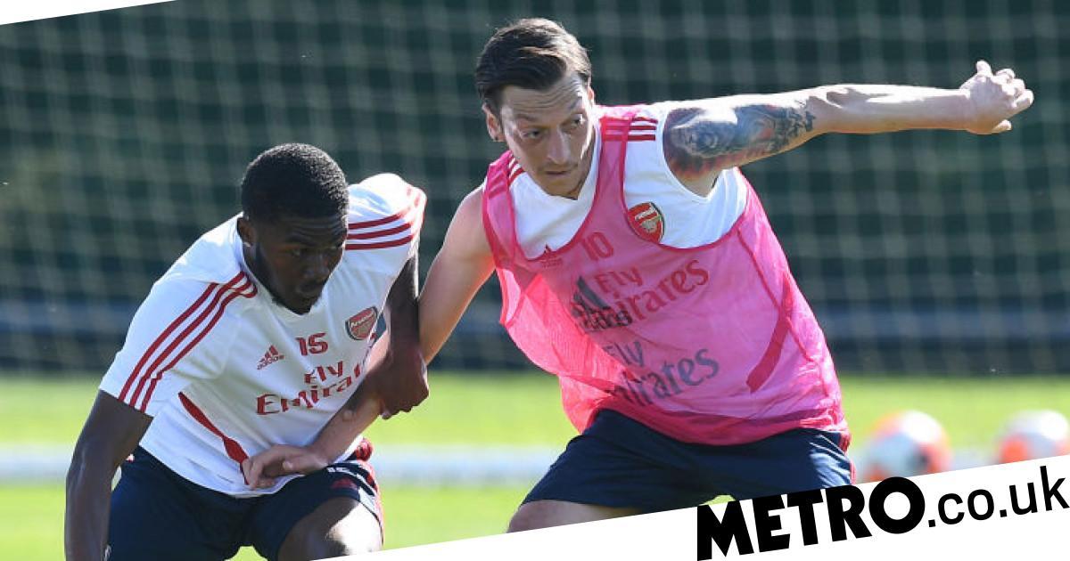 Arsenal squad are behind exiled Mesut Ozil, says Ainsley Maitland-Niles - metro