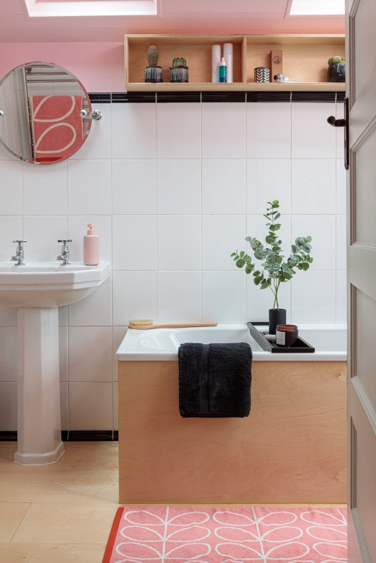 Bath with sink and white tiles