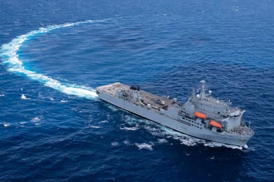 Le RFA Argus dans la mer des Caraïbes - Le personnel de la Royal Navy a saisi 160 millions de livres sterling de drogue dans les Caraïbes dans le cadre d'une saisie avec les Royal Marines, les équipes de la garde côtière américaine et une marine néerlandaise