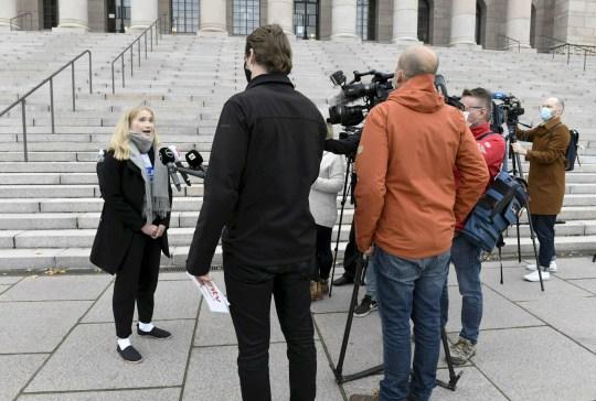 Aava Murto, 16 ans, s'adresse à la presse à Helsinki, en Finlande, le 7 octobre 2020. - Aava Murto a repris le poste de Premier ministre finlandais Sanna Marin pour la journée dans le cadre d'une campagne pour les droits des filles.  (Photo par Heikki Saukkomaa / Lehtikuva / AFP) / Finlande OUT (Photo par HEIKKI SAUKKOMAA / Lehtikuva / AFP via Getty Images)