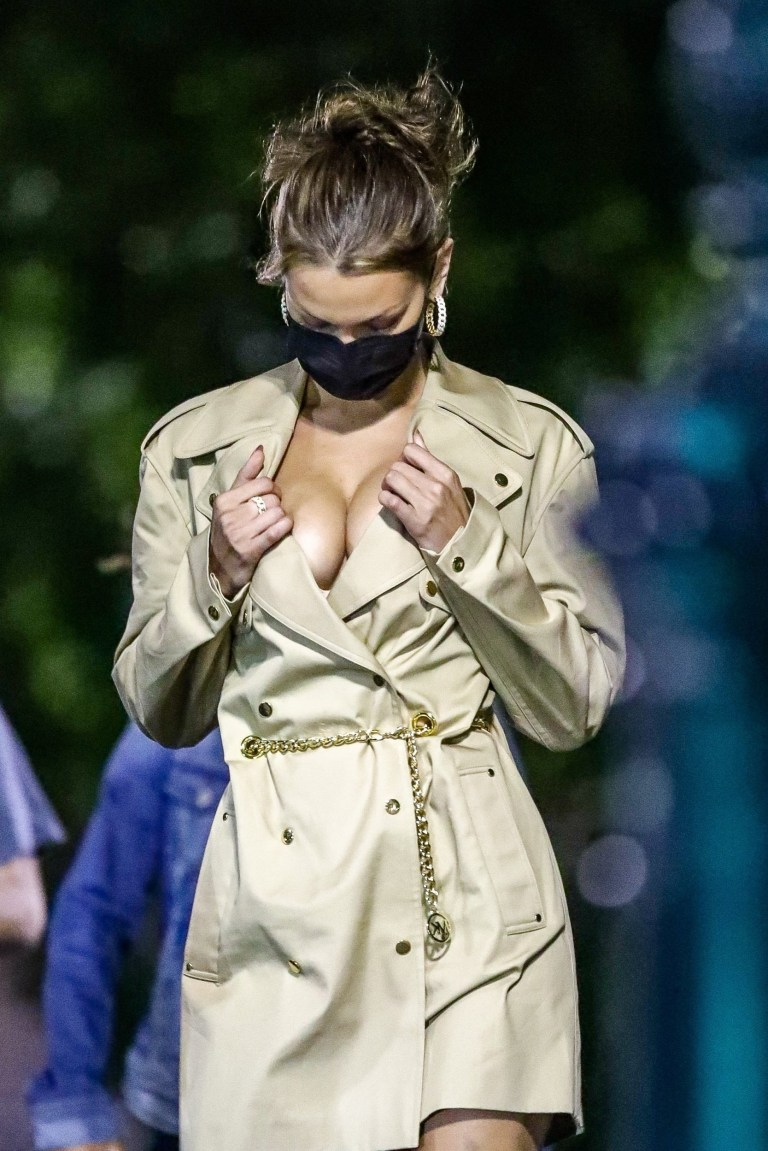 New York, NY - *EXCLUSIVE* - Bella Hadid shows off her ample cleavage while wearing a Michael Kors Trench Coat Dress. Pictured: Bella Hadid BACKGRID USA 16 OCTOBER 2020 USA: +1 310 798 9111 / usasales@backgrid.com UK: +44 208 344 2007 / uksales@backgrid.com *UK Clients - Pictures Containing Children Please Pixelate Face Prior To Publication*