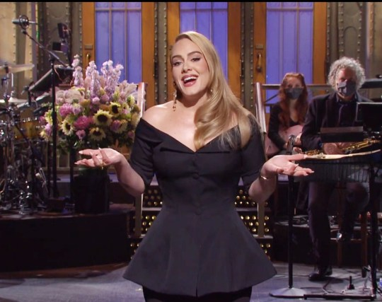 Adele hosts SNL 24 Oct 2020