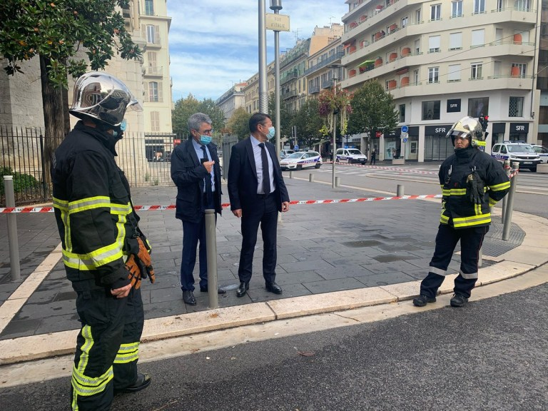 I am on site with the @PoliceNat06 and the @pmdenice who arrested the perpetrator of the attack. I confirm that everything suggests a terrorist attack in the Notre-Dame basilica of # Nice06 . Christian Estrosi @cestrosi
