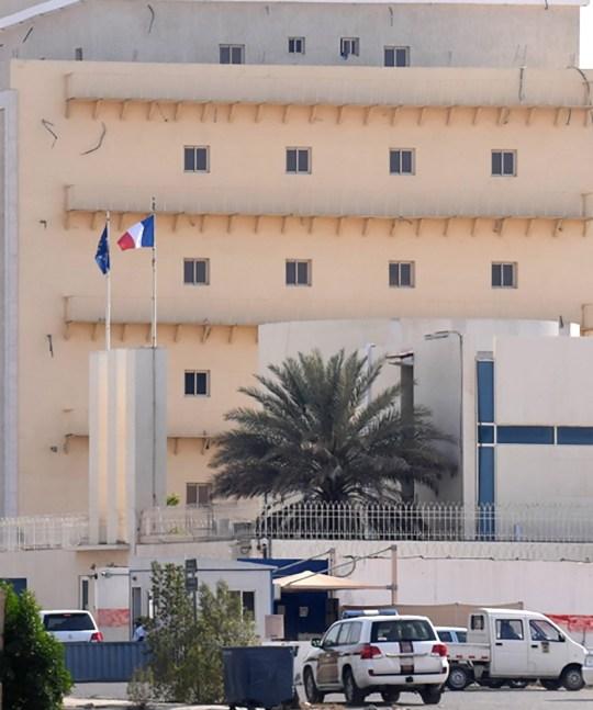Une photo prise de loin montre le consulat français dans le port saoudien de Djeddah en mer Rouge