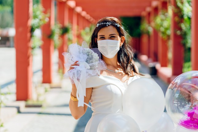 bride wearing a mask due to coronavirus