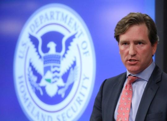 Le sous-secrétaire du département américain de la Sécurité intérieure, Chris Krebs, s'adresse aux journalistes au DHS Election Operations Center et National Cybersecurity and Communications Integration Center (NCCIC) à Arlington, Virginie, États-Unis, le 6 novembre 2018.