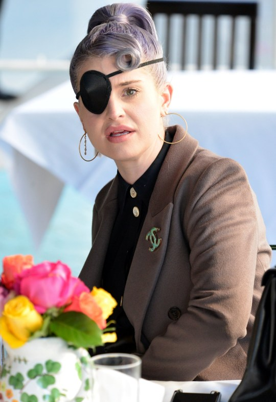 Kelly Osbourne spotted wearing an eyepatch while having lunch at the trendy Ivy restaurant in West Hollywood, Ca with group of friends. Pictured: Kelly Osbourne Ref: SPL5198683 171120 NON-EXCLUSIVE Picture by: London Entertainment / SplashNews.com Splash News and Pictures USA: +1 310-525-5808 London: +44 (0)20 8126 1009 Berlin: +49 175 3764 166 photodesk@splashnews.com World Rights