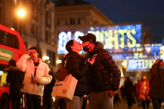 A couple kiss in front of Christmas lights on Oxford Street amid the coronavirus disease (COVID-19) outbreak in London, Britain, November 19, 2020. REUTERS/Simon Dawson