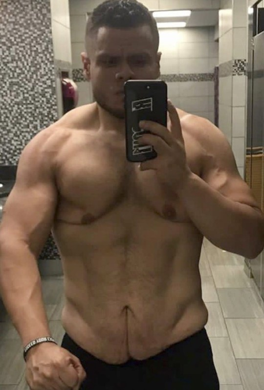 Alejandro taking a selfie after his weight loss