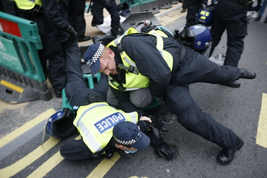 ?? Licensed to London News Pictures. 28/11/2020. London, UK. Police make arrests in Regent Street as anti-lockdown protesters march in central London. Photo credit: Peter Macdiarmid/LNP