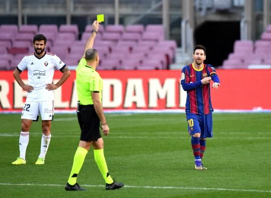 Lionel Messi a reçu un carton jaune pour avoir enlevé sa chemise