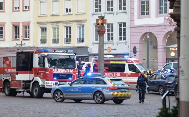 Une place est bloquée par la police à Trèves, en Allemagne, le mardi 1er décembre 2020.