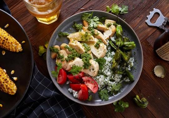 Un plat à base de poulet cultivé en laboratoire développé par Eat Just est illustré sur cette photo.  Eat Just, Inc./Handout via REUTERS CETTE IMAGE A ETE FOURNIE PAR UN TIERS.  PAS DE REVENTE.  PAS D'ARCHIVES.
