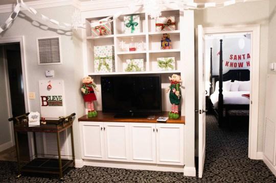 Elf-themed hotel room