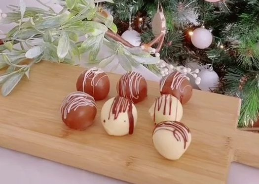 Three ingredient cheesecake balls