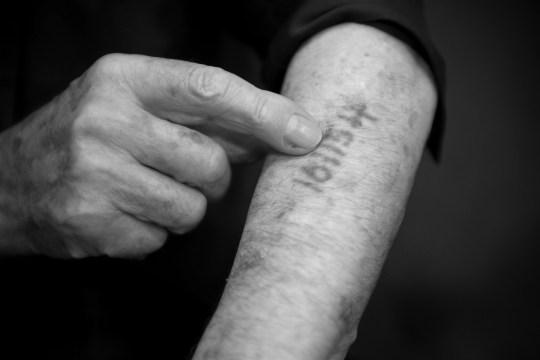 un tatouage de survivant d'Auschwitz