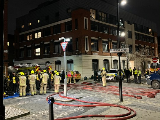 A major stand-off between police and a man who is understood to cut the gas pipe in a block of flats continues in South East London offices are called on Saturday afternoon and a major lockdown has been put in place with armed officers suited carry in London Fire Brigade breathing apparatus another attemptempting to gain access. Police declare major incident after man cuts gas in block of flats .Southwark,London, London. Sat Jan 02 2021 20:17:19 GMT+0000 (GMT). ;Picture by UkNewsinPictures