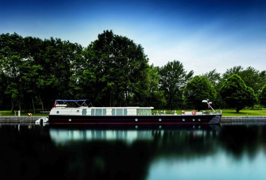 savvy, posh houseboat for sale