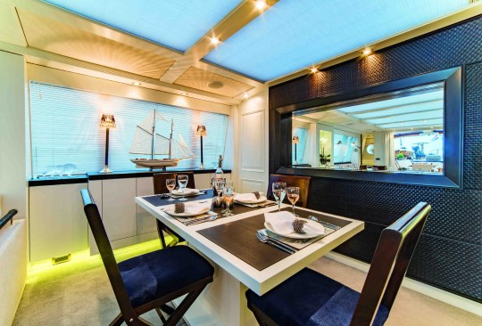 dining area in houseboat