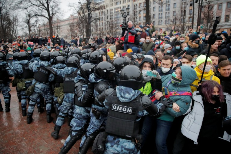 Law enforcement officers push people during a rally in support of jailed Russian opposition leader Alexei Navalny in Moscow, Russia January 23, 2021. REUTERS/Maxim Shemetov