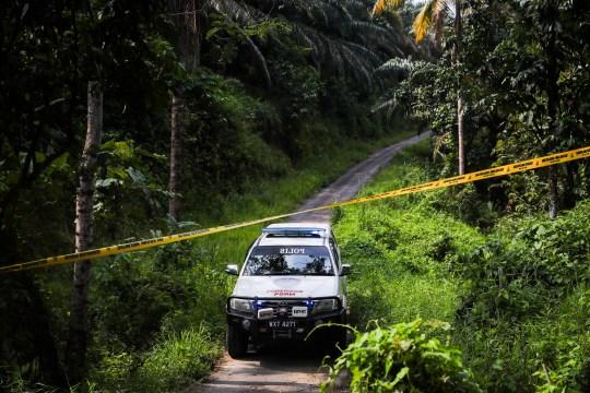 Un camion médico-légal de la Police royale malaisienne arrive pour une opération de recherche et de sauvetage pour Nora Quoirin, 15 ans, de Londres, à Sembilan, Negeri Sembilan, Malaisie, 13 août 2019.