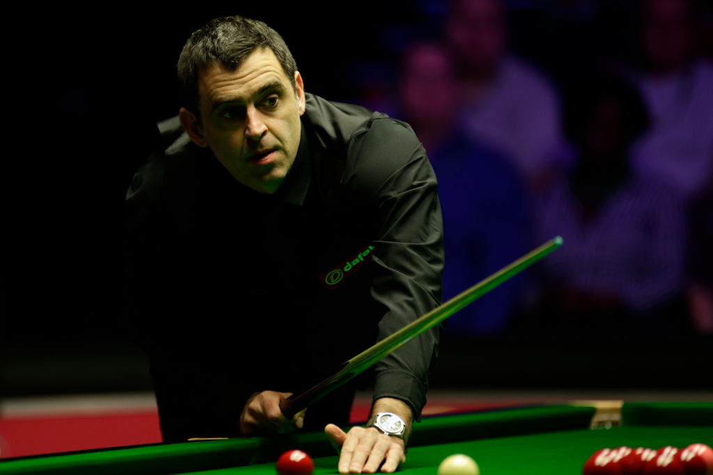 Ronnie O'Sullivan battles to lead over Mark Joyce in World Snooker Championship first round
