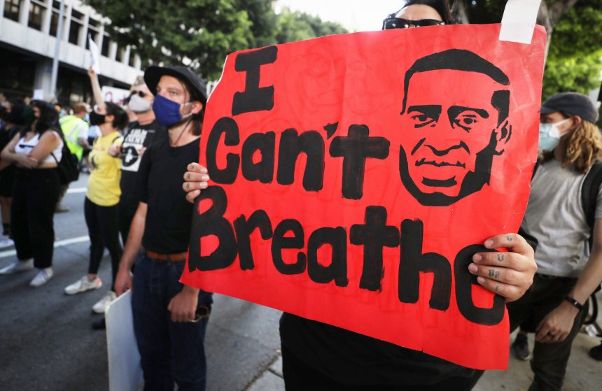LOS ANGELES, CALIFORNIA - JUNE 03: A protester holds a sign reading 'I Can't Breathe' outside the District Attorney's office during a peaceful demonstration over George Floyd???s death on June 3, 2020 in Los Angeles, California. California Governor Gavin Newsom deployed National Guard troops to Los Angeles County following unrest which occurred amid some demonstrations. Former Minneapolis police officer Derek Chauvin was taken into custody for Floyd's death and is now charged with second-degree murder while three other former officers have also been charged. (Photo by Mario Tama/Getty Images)