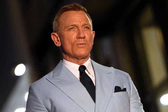 Daniel Craig wearing a suit