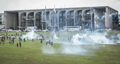 Índios protestam no Congresso Nacional e pedem demarcação de terras; quatro foram presos